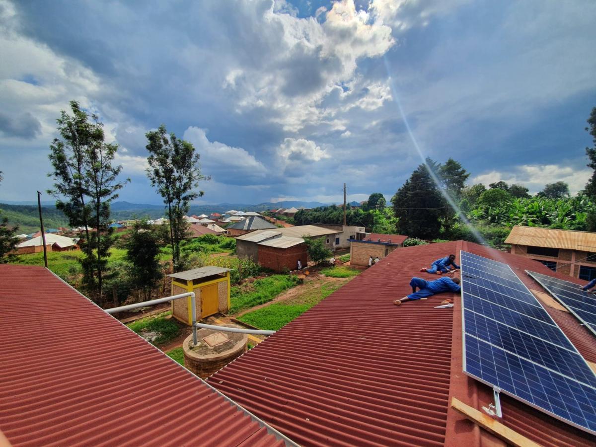 Formation pratique à la maintenance préventive des installations de back-up de l'énergie solaire au profit des Centres d'Enseignement des Métiers au B