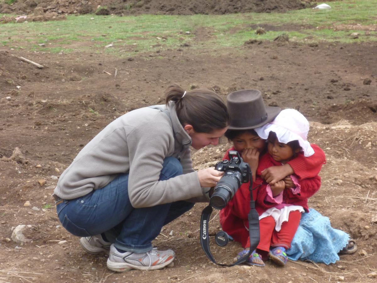 El Programa de Asistentes Junior en el mundo y en el Perú