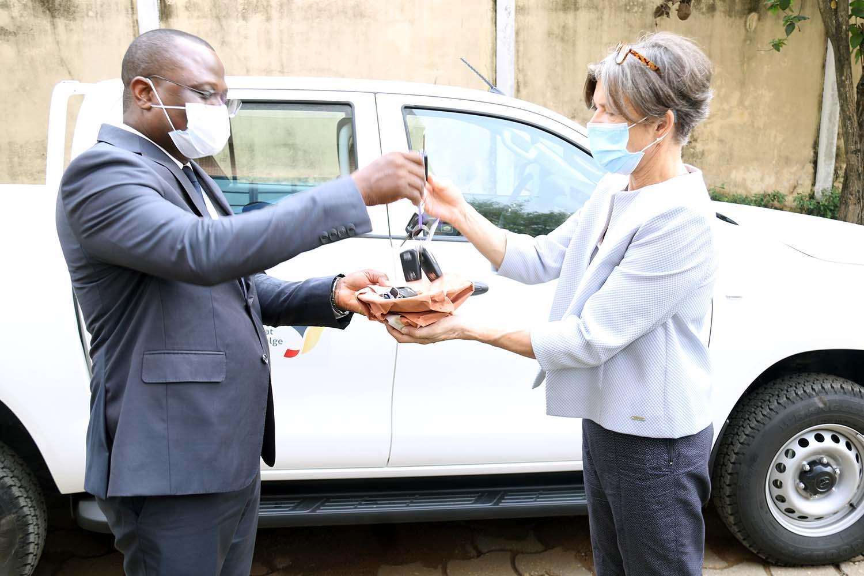 Enabel fait don de matériels roulants, de mobiliers de bureau et d'équipements informatiques au Ministère des Infrastructures et du Transport