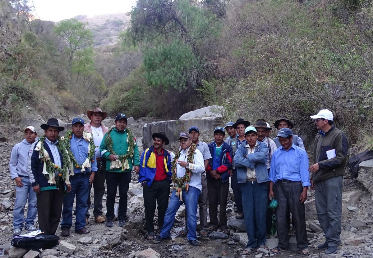 El Programa de Apoyo al Riego Comunitario y el Ministerio de Medio Ambiente y Agua empiezan la construcción de un sistema de microriego en  la comunid