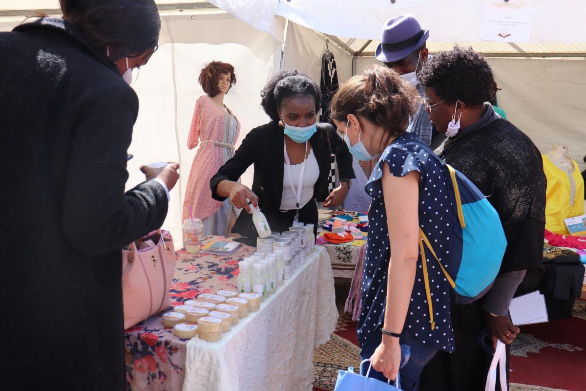 Le leadership féminin au cœur de l'entreprenariat : des femmes entrepreneuses migrantes accompagnées dans le cadre du projet Amuddu présentent leurs a