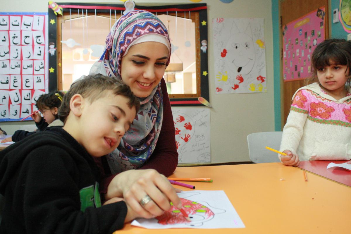 6 young Palestinians dealing with children with special needs