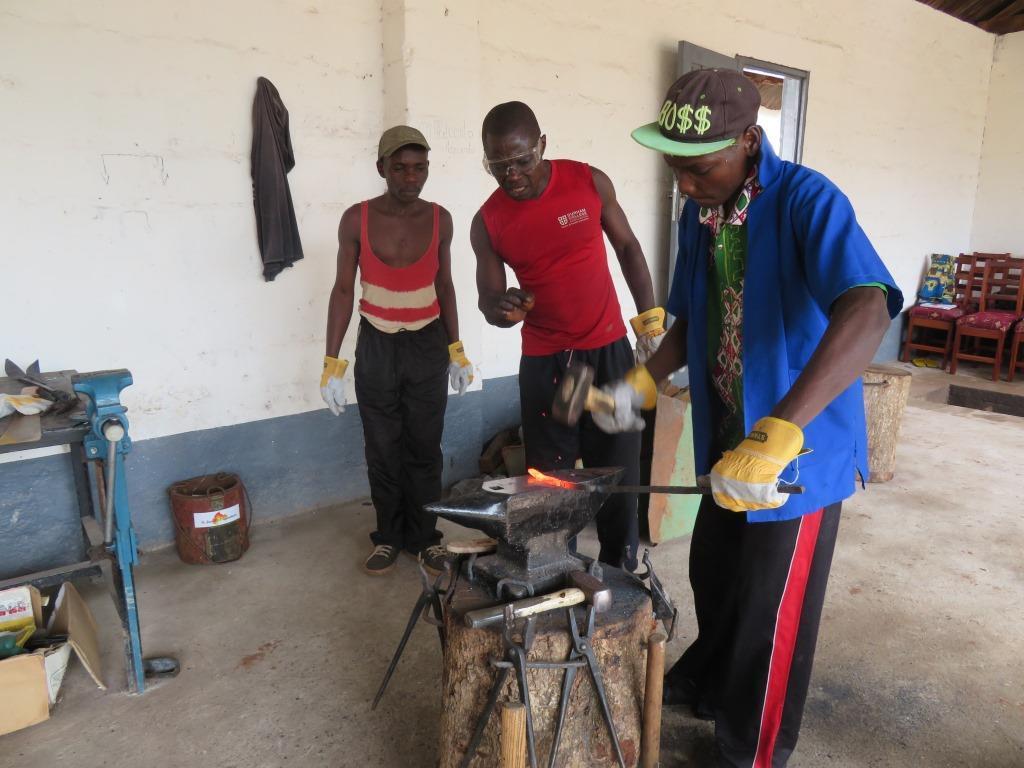 A Gemena, la formation des forgerons continue à apporter beaucoup aux apprenants.