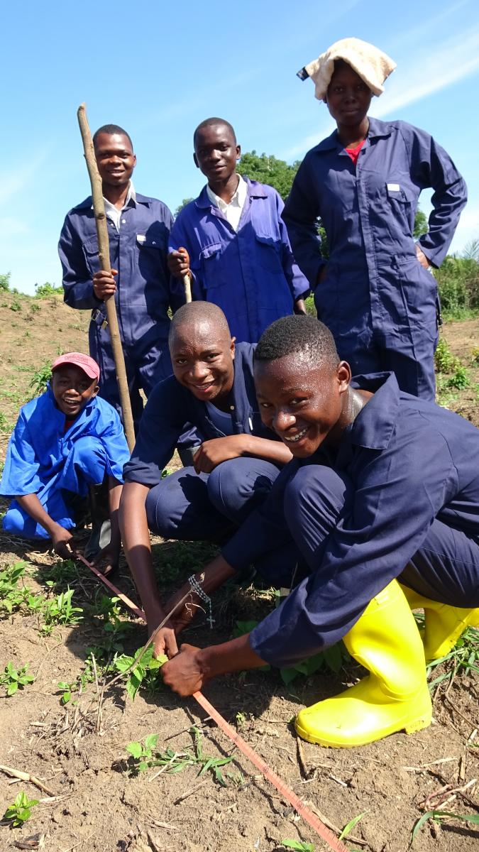 Mise en place des activités génératrices de revenus dans les écoles techniques.
