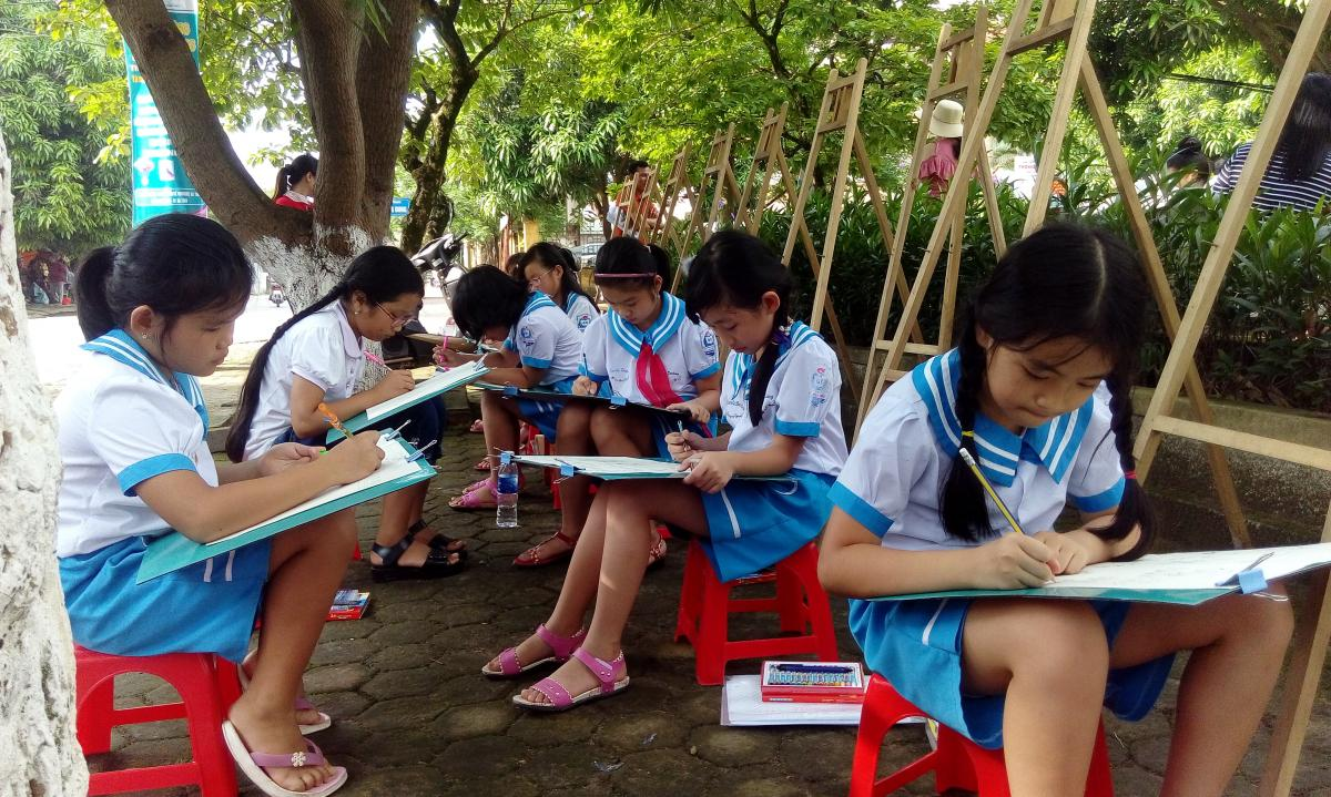 """Students in Ha Tinh city joined drawing contest: """"Ha Tinh –My city"""""""
