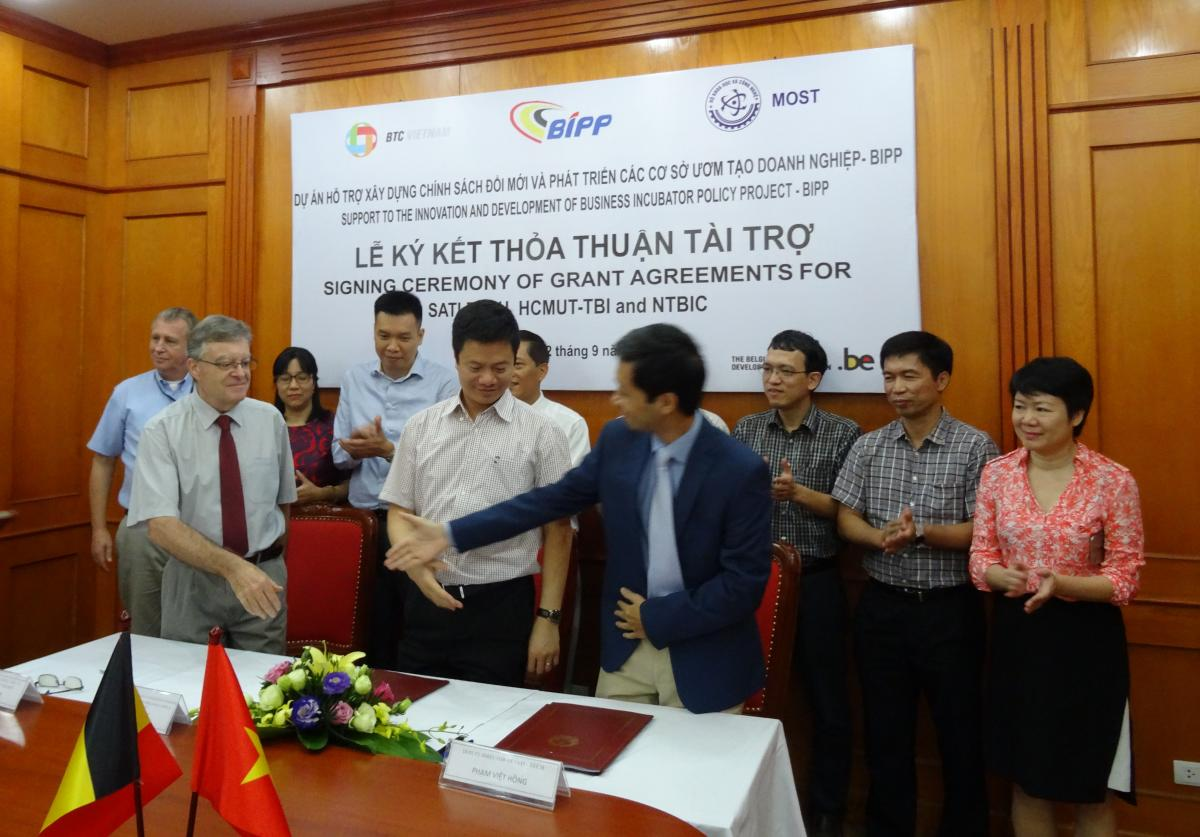 3 Grant Agreement signed for Sati-tech, NTBIC and HCMUT-TBI